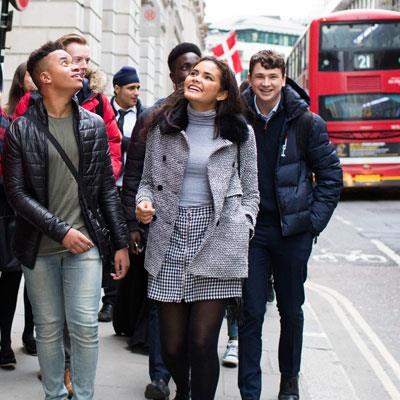 Students-walking-to-Bank-of-England