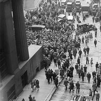 Crowd outside New York Stock Exchange 1929